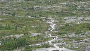 Aglomerație pe poteca spre Trolltunga, Norvegia